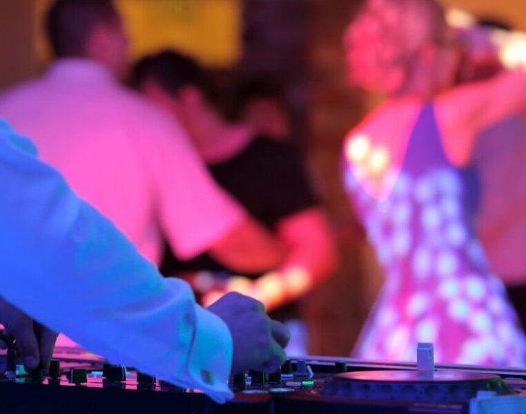 DJ na wesele – wybór wpływający na przyjęcie